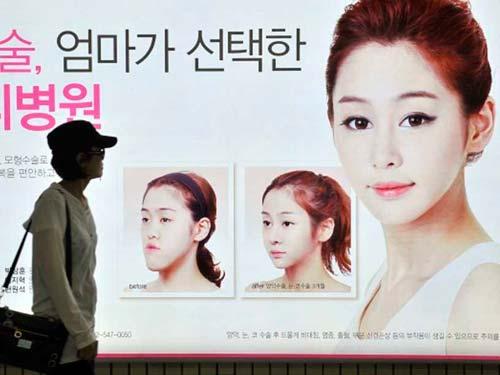 韩国街头随处可见的整容广告