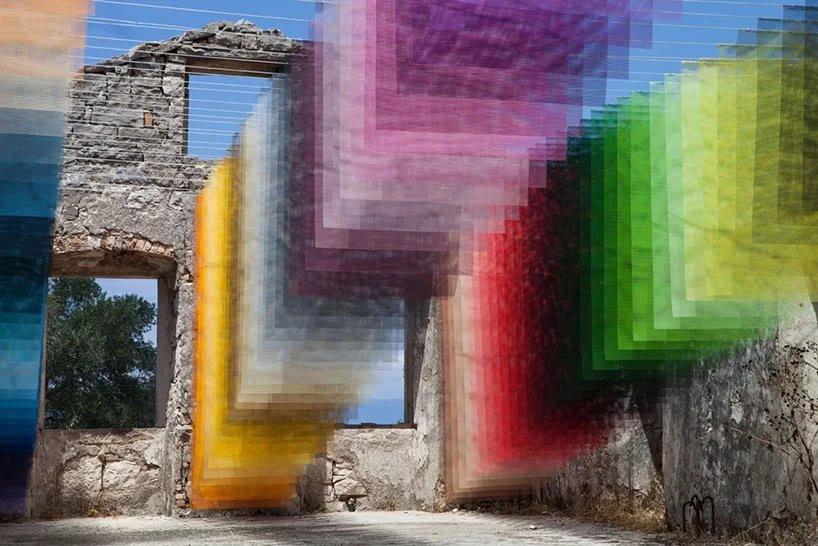 古老的废墟上飘起数字化像素