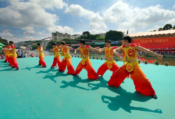 龙华区龙舟文化艺术节创新惠民活动 市民共享文化成果