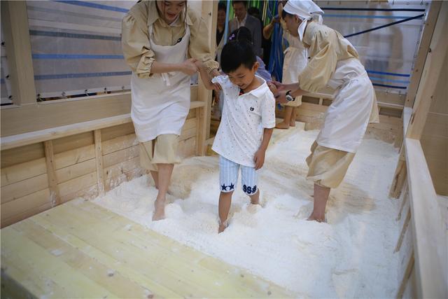 """给孩子一份特别""""自由""""的礼物——天使小面人体验馆正式启业"""