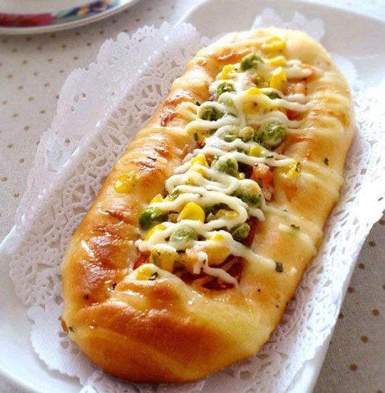 酷似毛毛虫的沙拉培根面包:多彩又美味