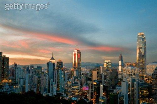 九龙半岛和香港岛,在街道的氛围上有很大差别.
