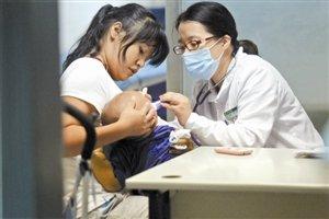 深圳两公立医院开设夜诊 患者数量相差悬殊