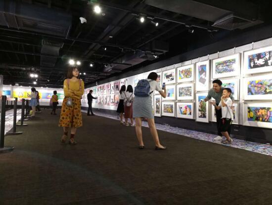 黎头后波普世界HAPPY PANDA快乐熊猫广州展在天河购书中心举办