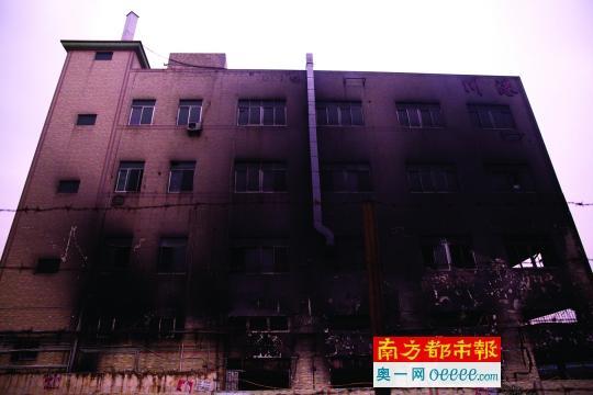 深圳一溶剂仓库起火伴有爆燃