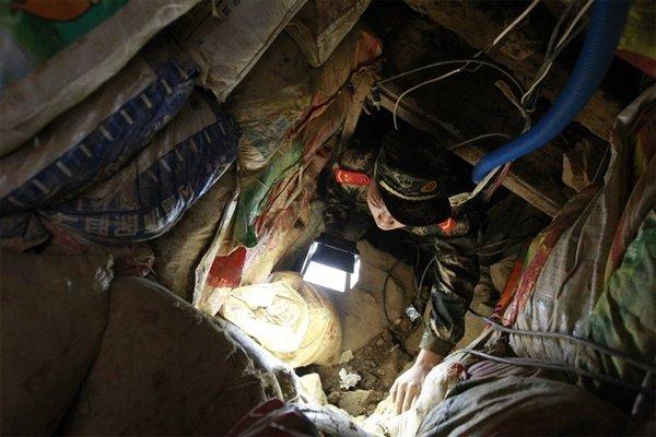 为走私电子产物:团伙从深圳挖隧道到香港