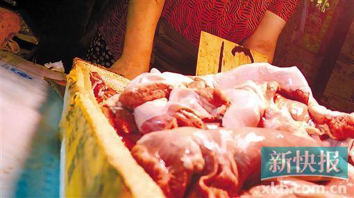 """""""牛肉""""一洗就褪色 广州摊主用猪肉染色卖"""