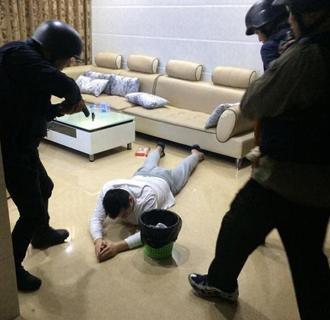 深圳警方缴毒800多斤 衣柜大的保险箱内藏毒
