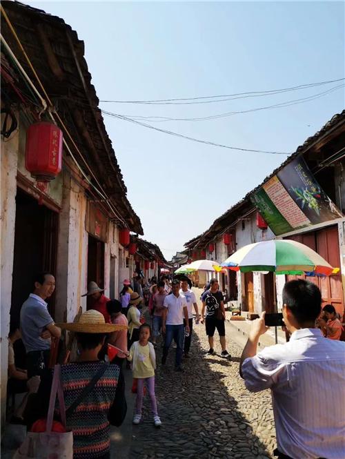 十月四日南粤古驿道旅游持续畅旺,沿线红色旅游继续受到追捧