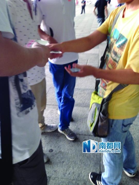 一张高铁票加60到100元 深圳北站黄牛猖獗