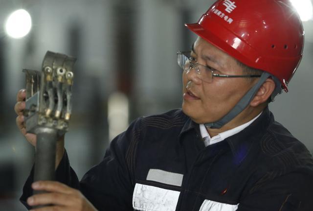 江门一位电工在2毫米薄壁上创造出奇迹