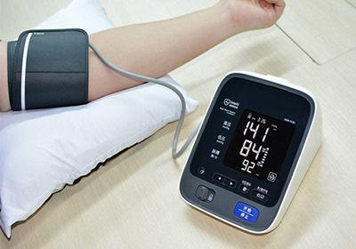在家测血压抓要点:臂式的更准确 连续测取平均