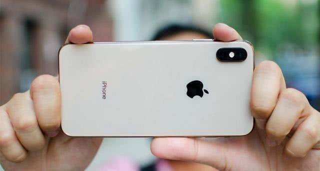 苹果披露自拍新专利,支持用户远程实现多人合拍