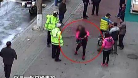 清城区一女子抱起小孩就走 躲进厕所被发现