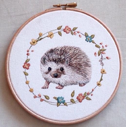 生动可爱的小动物刺绣设计作品图片
