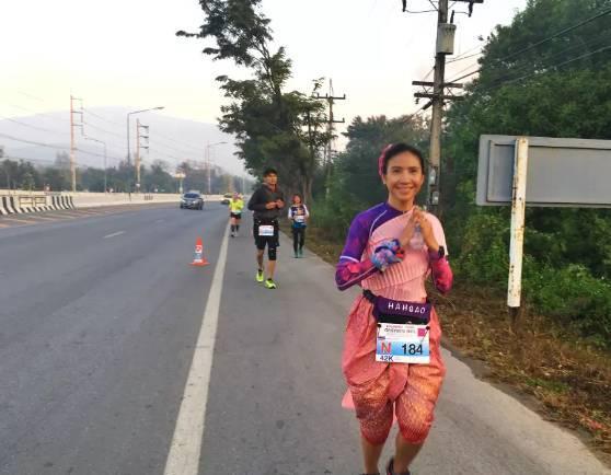 上万人汇聚清迈开跑!2017年最后一场马拉松彻底跑嗨了!