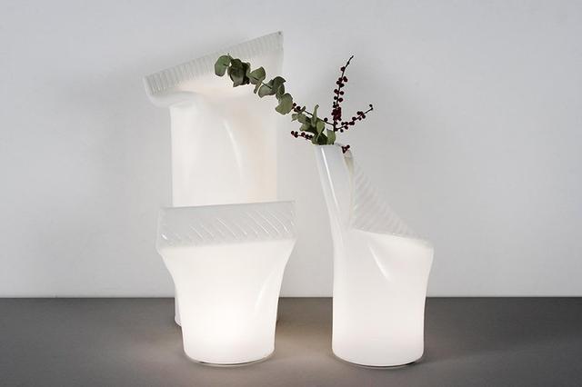 形似牙膏管的亚克力便携台灯