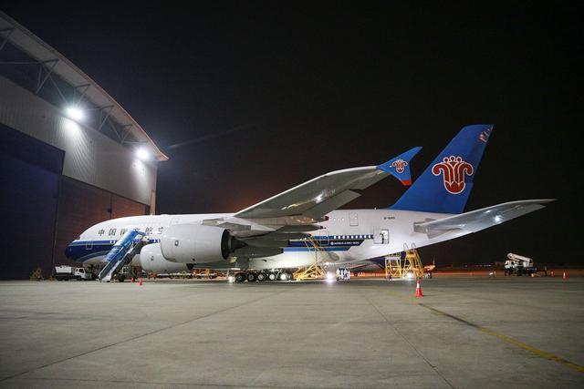 """""""年廿八 洗邋遢""""见证空中巨无霸A380清洗全过程"""