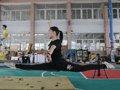 广州女大学生能在一条带子上劈叉翻跟斗
