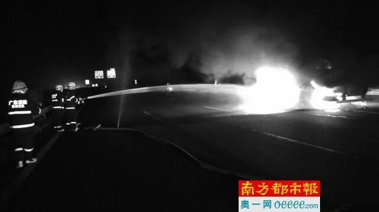 货车疑超载钢筋 在惠州高速上爆胎起火