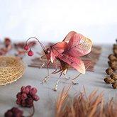 艺术家创作的仿真昆虫雕塑