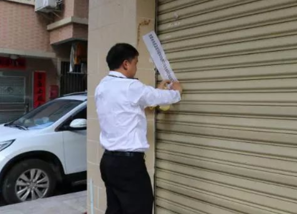 深圳一店铺在厕所旁做鸭舌还无证无照