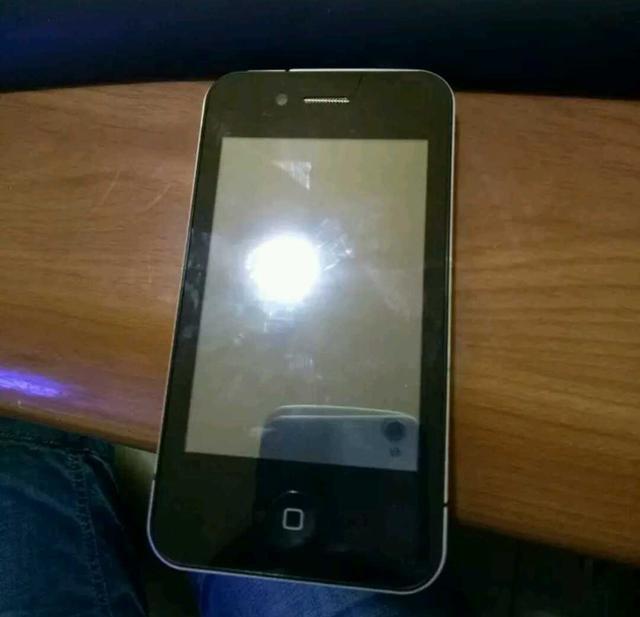 闲鱼30元捡漏的iphone4 开机这分辨率我心凉了一大截