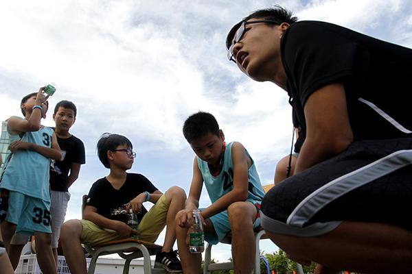 姚基金希望小学篮球季首次走进广东