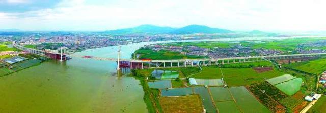 潮惠高速汕头段昨全线桥隧贯通 成汕头首条双向6车道高速