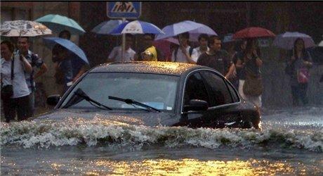 车说第21期:暴雨行车安全指南