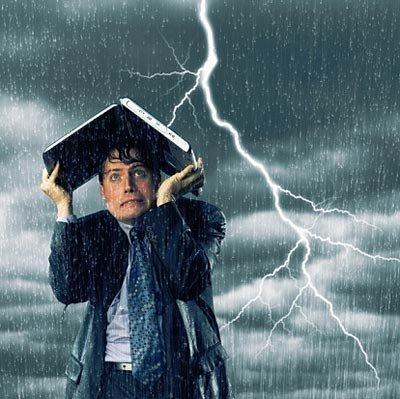 打雷时可以用手机吗?专家表示雷雨天打手机不会引雷