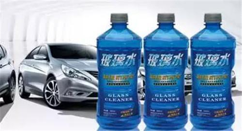 如何自己添加玻璃水?女车主也搞得定