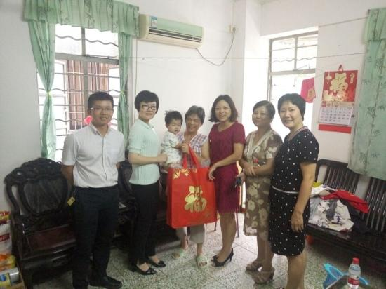 市妇联办公室支部开展关爱社区贫困母亲主题党日活动