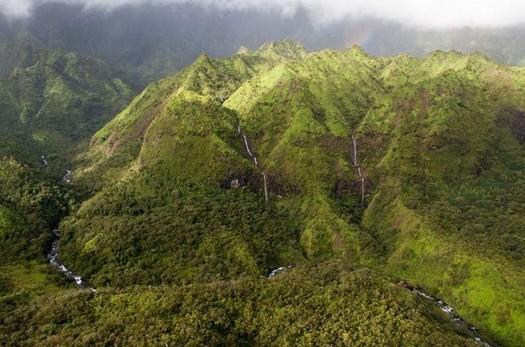 """夏威夷惊现""""泪流满面""""的爱情山"""