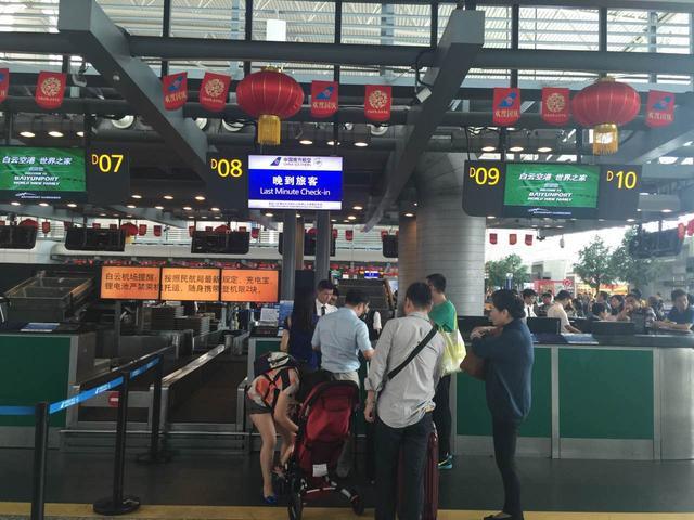 今日广州机场高速仍拥堵 白云机场设晚到柜台