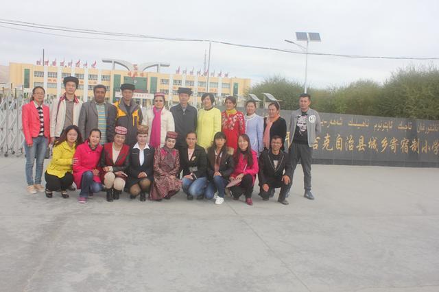 黄英语率队赴新疆喀什地区塔县城乡寄宿制小学图片抄报小学生中伟手图片