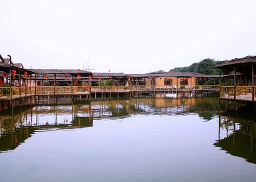 岭南水乡位于广东省中山市民众镇,紧靠珠江口,毗邻广州,珠海,港澳