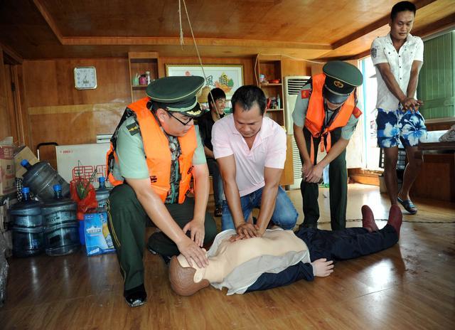 中山边防开展应急急救知识宣讲进渔家活动