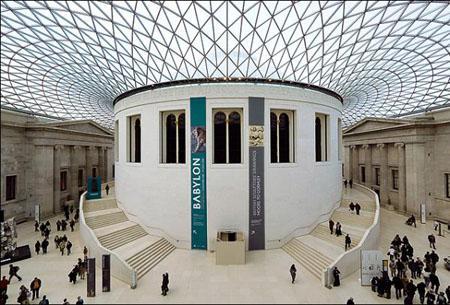 带有圆柱体建筑物-正门的两旁各有八根又粗又高的爱奥尼亚式圆柱,整幢建筑中,有100图片