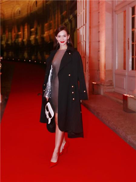 卢靖姗巴黎街拍 票房新星演绎混血儿的时尚法则