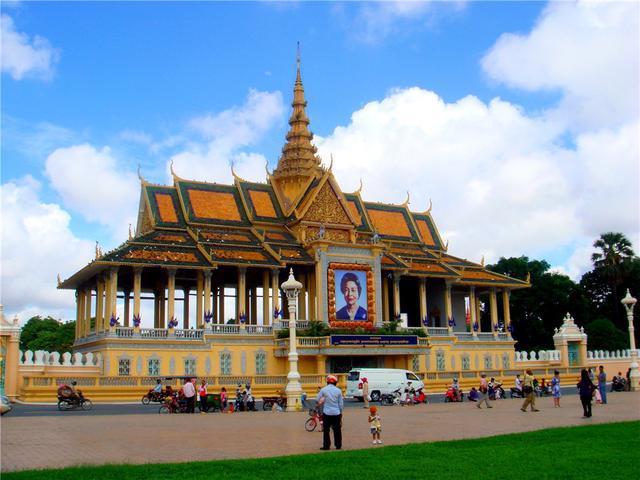 经历战乱的柬埔寨 蜕变成静谧古老国度
