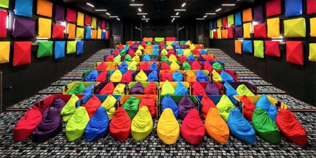 如果电影院是色彩缤纷的,你还能好好看电影么