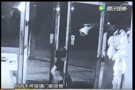 中山15岁少年无损门锁作案 得手后对着监控比胜利手势