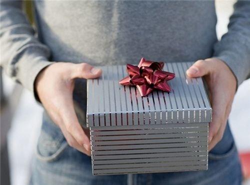 买拜年礼物却被女友嫌弃