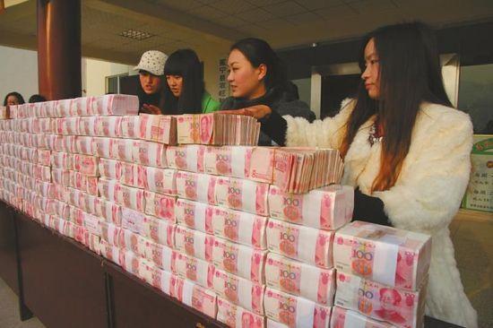 东莞人均年终奖6244元 有网络公司现场派300万