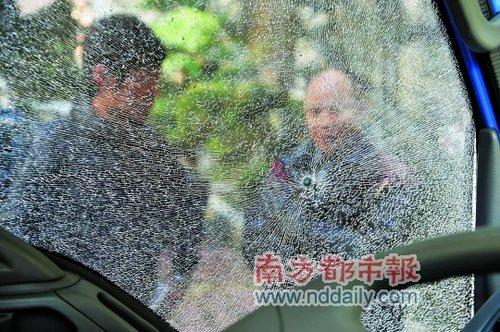 一家驾车走广汕路 被可疑小车追赶射两枪