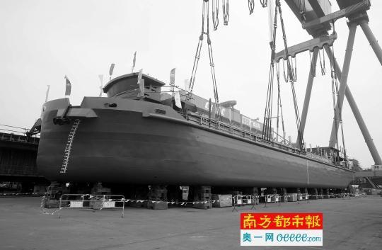 世界首艘千吨级纯电动船在穗下水试航