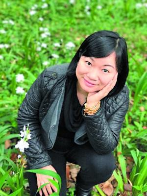广州一大学女老师确诊患癌 仍拄双拐上讲台