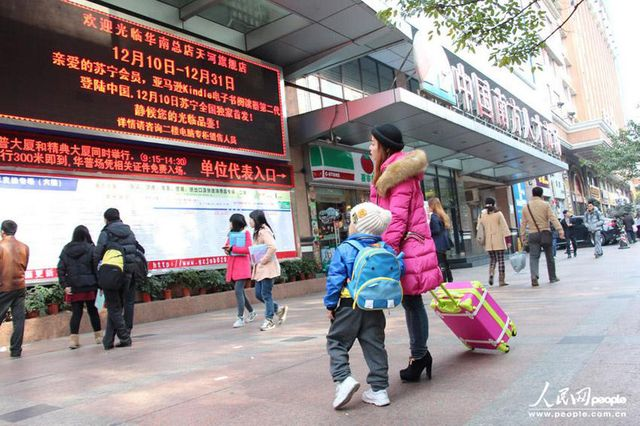 90后单亲妈妈带4岁儿子广州寻工记