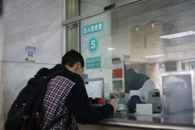 广州530克早产儿最新情况现场直击!是你的接力拯救了这个掌心小天使